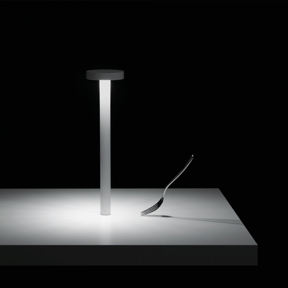 Lampada da Tavolo Portatile Tetatet by Davide Groppi | Pozzoli ...