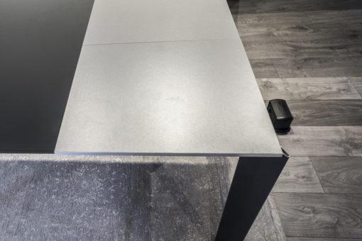 Tavolo nero con vetro Pozzoli