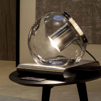 Lampada da tavolo The Globe – Oluce