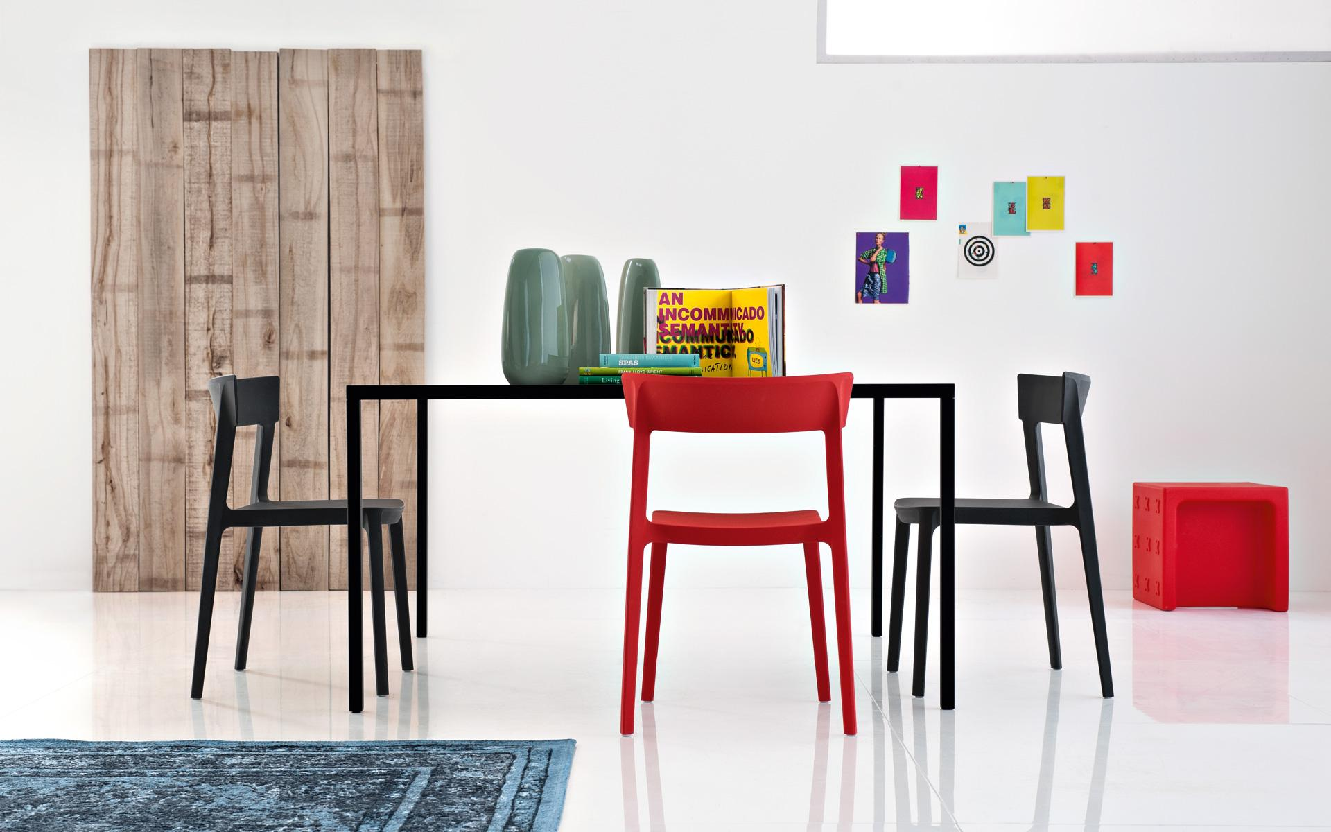 Sedia Impilabile Skin - Calligaris – Pozzoli Living & Moving