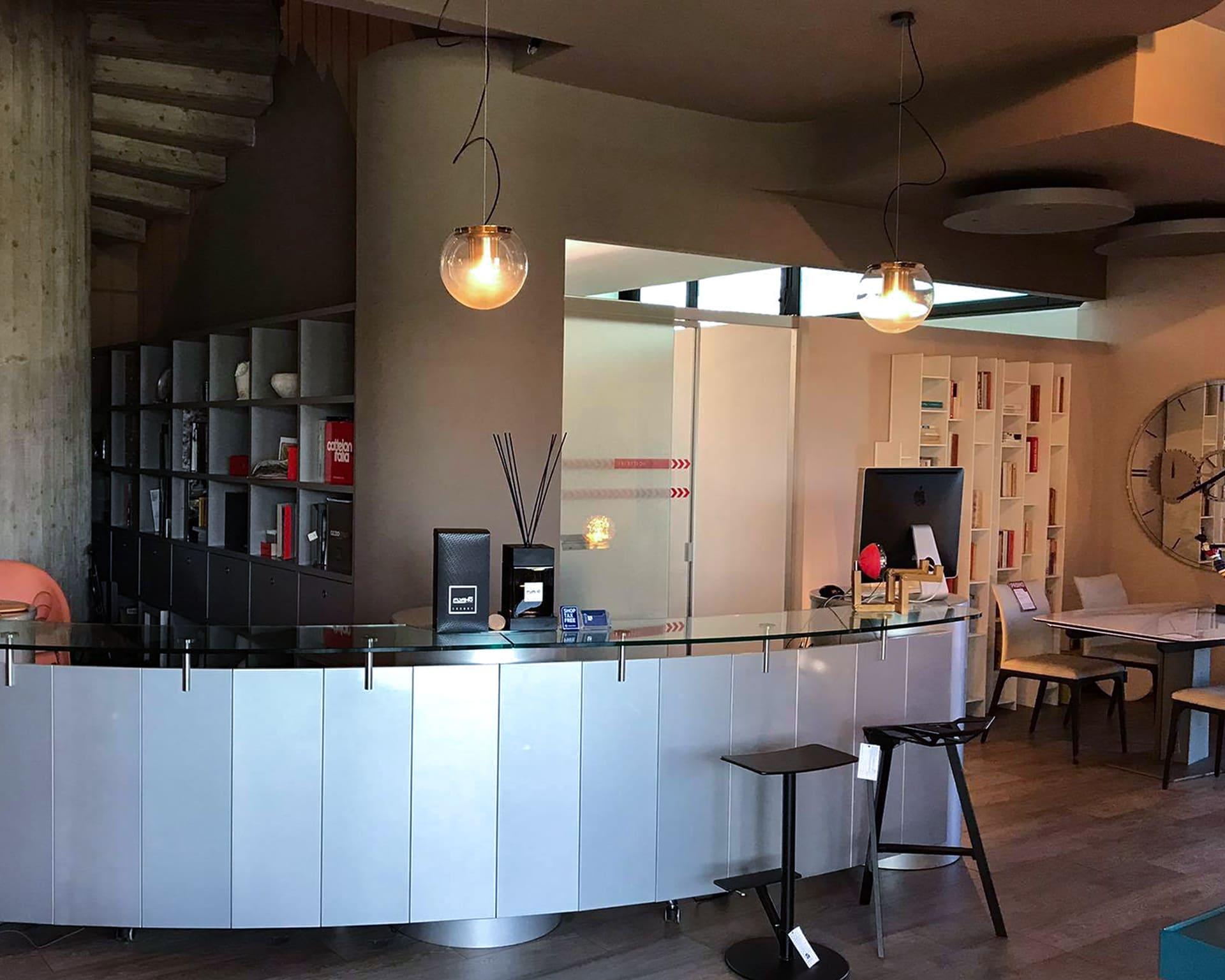 bancone-showroom-arredamento-PRIMA-agg